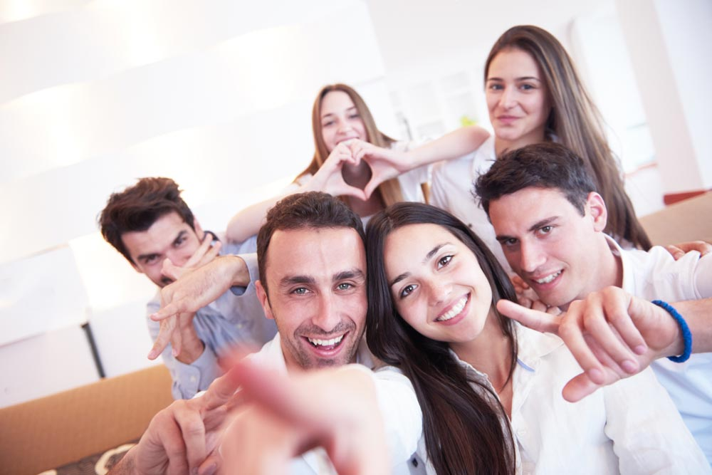 Selfie-lovingBritsstore over 500photoson their electronic devices
