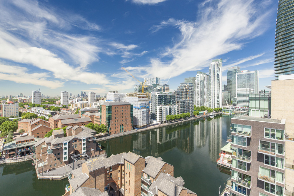 Canary Wharf Embraces Summer Screens