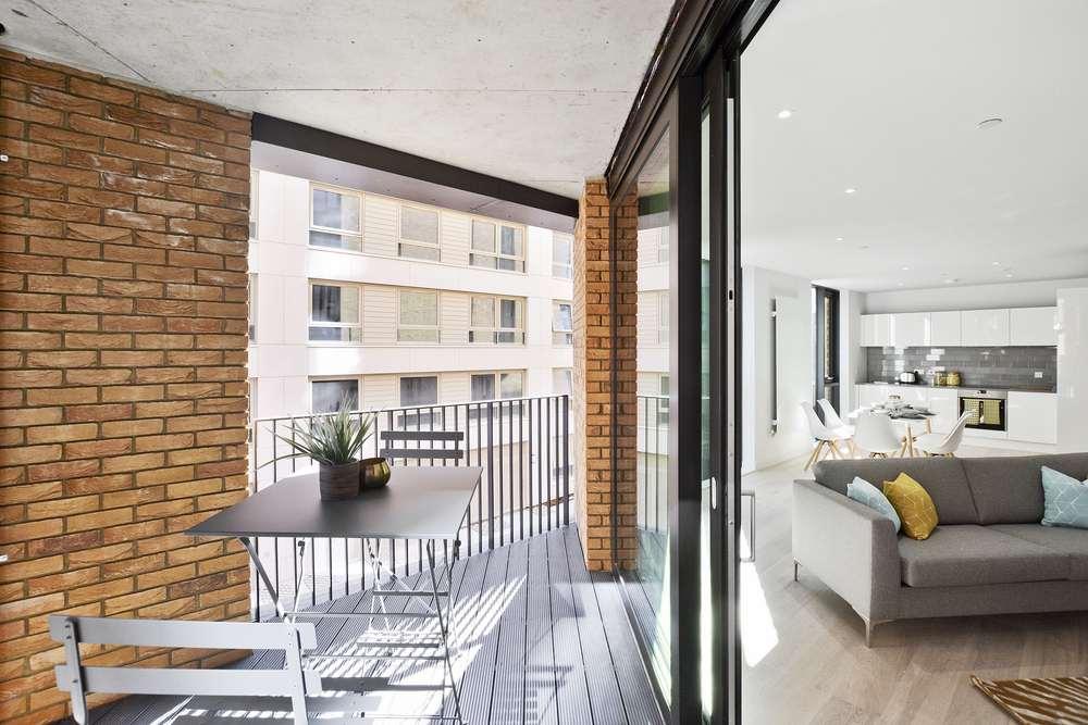 Pontoon Dock, Admiralty House - Lounge and Balcony