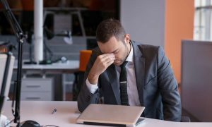 Survey shows 10% of small business owners get less than 4 hours sleep every night, worrying about business risks
