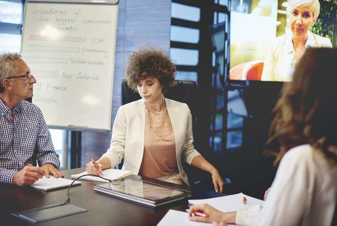 FTSE 100 hiring more international leaders