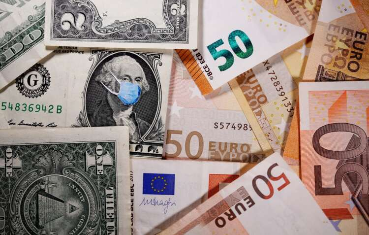U.S. dollar falls as euro climbs in risky FX rout 38