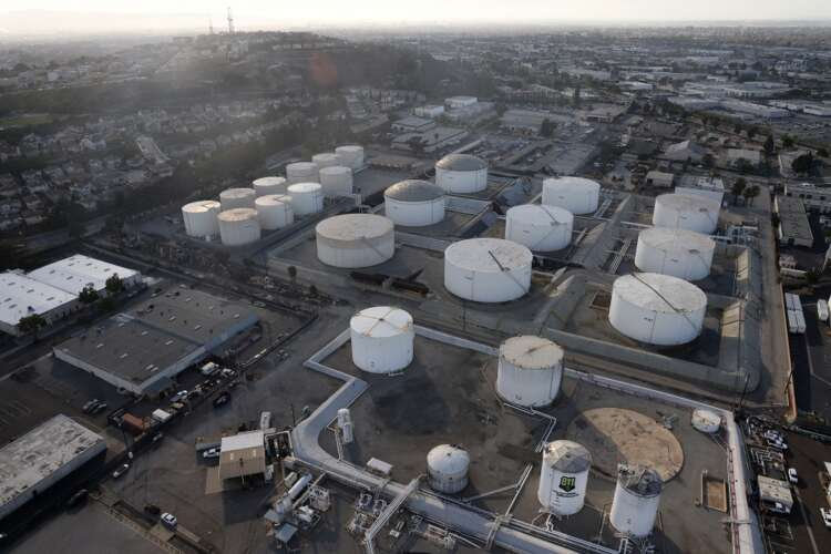 Oil prices slip as economic fears offset tightening crude supplies 37