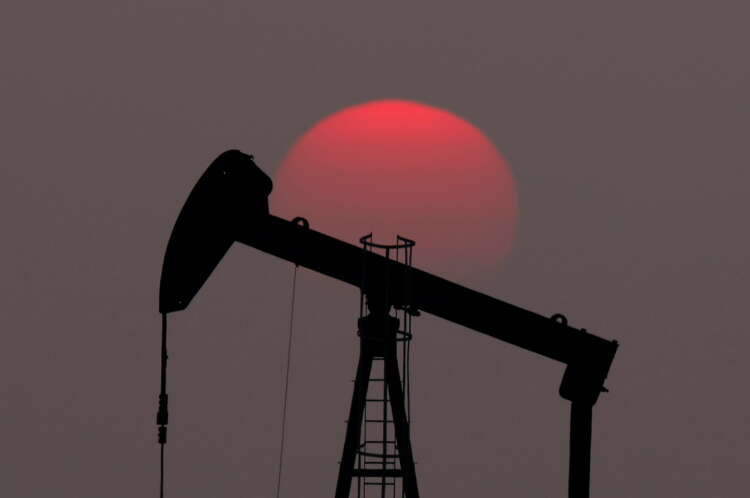 Oil drops on oversupply fears after Saudi-UAE deal, lagging U.S. demand 41
