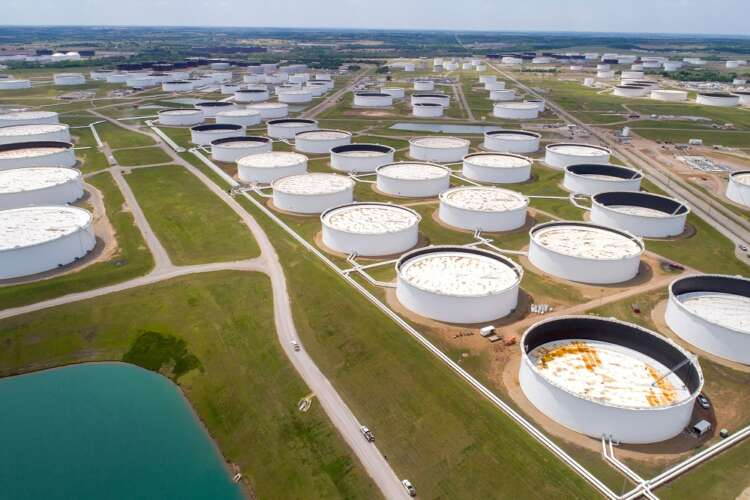Oil edges up but on track for big weekly drop on supply concerns 38