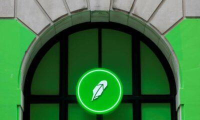 Online brokerage Robinhood jumps 29% to surge past offer price 21