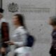 Wall Street muted on jobs growth as inflation, Delta fears weigh 65