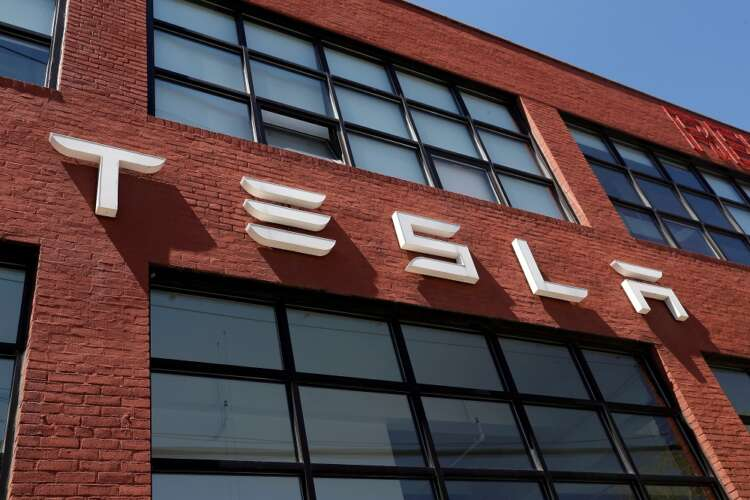 Musk says Tesla will launch prototype of humanoid robot next year 41
