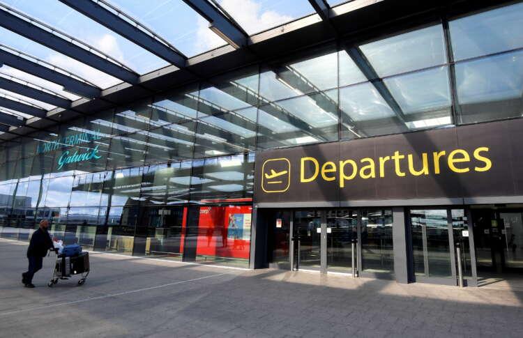 Ryanair says British airports to struggle this Christmas 41