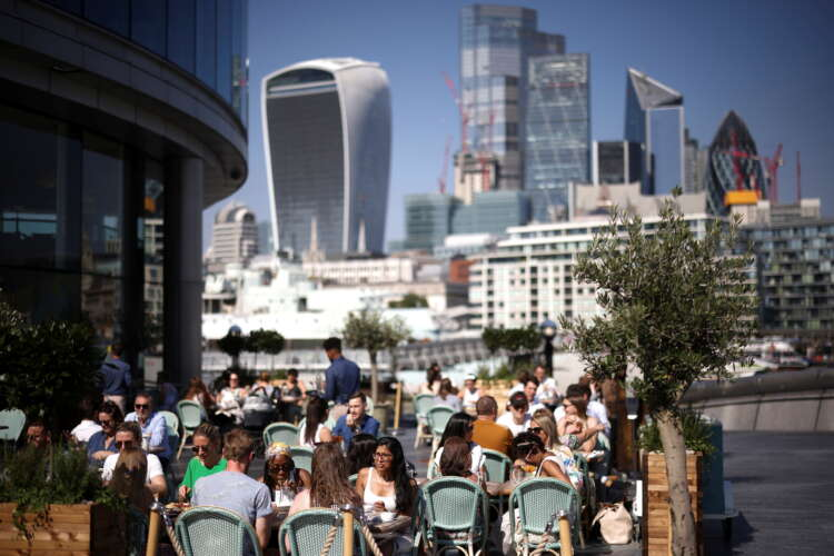 UK economy picks up in August, underpinning BoE rate hike bets 41